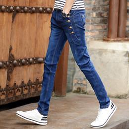 0a2bbe3aecb1c QMGOOD Estilo Coreano Blue Jeans Hombres Joven 2019 Tendencia de moda  Streetwear Skinny Jeans Slim Fit Botón Denim Pant Hombres Lápiz pantalones