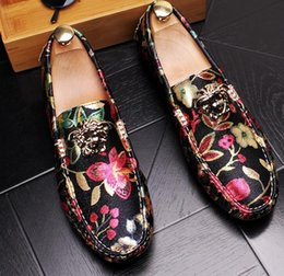 Christmas Gift Shoes Australia - The famous brand designer mens leisure shoes Christmas gift is a pair of animal shoes.38 43 c72