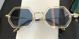 Discount goggle type sunglasses New fashion popular sunglasses irregular frame with special design lens legs wearing woman favorite type top quality 146s