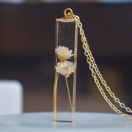 $enCountryForm.capitalKeyWord Australia - Daisy Ivory Real Flower Transparent Cube Resin Gold Color Pendant Chain Long Necklace Women Boho Fashion Jewelry Bohemian J190711