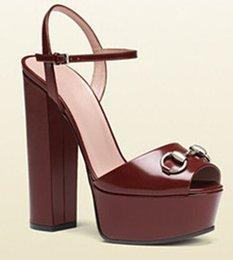 Venta al por mayor de Fashion2019 Plataforma impermeable de metal grueso con la última moda de la mujer Go Zapatos de mujer excelentes Sandalias