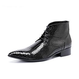 09d0fae0338d Vestire la moda coreana online-Tipo coreano Stivali uomo Moda stivali a  punta Uomo Stivaletti