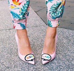 $enCountryForm.capitalKeyWord Australia - New Fashion Cute Cartoon Pattern Boss And Lady On Upper Yellow And Red Lining Pointed Toe Thin Heel Sweet Girls Pumps High Heels