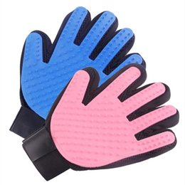 deshedding tool wholesale UK - Pet Grooming Glove Dog Cat Massage Gloves Hair Remover Glove Gentle Pet Brush Deshedding Mitt Enhanced Five Finger Design Perfect for Dogs