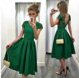 $enCountryForm.capitalKeyWord Australia - Emerald Green Knee Length Cocktail Prom Dress 2019 Bateau Cap Short Sleeves Lace V backless Cheap Homecoming Party Dress Cheap