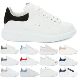 Champagne Shoes Girls Australia - Black White Flat Shoes Designer Men Women Casual Sneakers Girls Comfort Pretty Lace Up Leather Shoes Fashion Luxury Men Womens Shoes