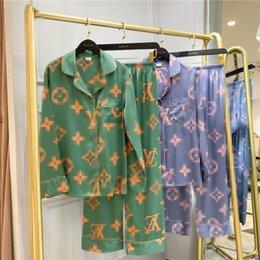 Vente en gros 20SS V Lettre Home Wear Ice Silk Pyjama printemps et d'été Lovers Impression fleurs femmes Pyjama Livraison gratuite Ins Hot