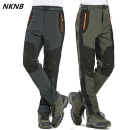 мужские брюки, выровненные оптовых-5XL Men s Warm Winter Pants Men Fleece Lining Cargo Pants Mens Waterproof Trousers Male Stretch Casual Work AM110
