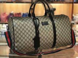 Vente en gros Nouveau mode hommes femmes voyage sac duffle sac bagages sacs à main mode européenne et américaine grande capacité sac de sport