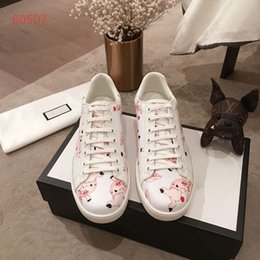 $enCountryForm.capitalKeyWord Australia - Couple Shoes Hot Selling Top Quality Mens Womens Fashion Luxury Shoes Couple Designer Leisure Shoes Real Leather covered Pigs Pattern