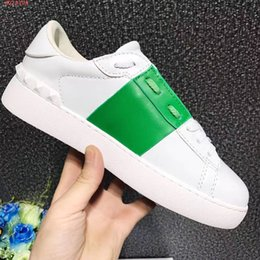 Discount drop shipping shoes - Fashion Designer Woman Casual Shoes Man Sneaker Comfortable Mixed Colors Rivets Yellow Green White Sneaker Shoe Drop Shi