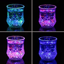 $enCountryForm.capitalKeyWord Australia - new LED lens mug coffee mugs gaiwan cup Glass Drinkware Dining Bar Party wine glasses LED light Acrylic water induction Pineapple Cup