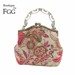 $enCountryForm.capitalKeyWord NZ - wholesale Chinese Style Embroidery Floral Women Beaded Evening Purse Bridal Flower Clutch Bag Wedding Party Frame