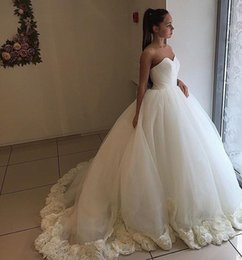 pictures wedding dresses court NZ - 2020 Pretty 3D Flowers Wedding Dresses Ball Gown Sweetheart Tulle Pleated Court Train Wedding Bridal Gowns Cheap New