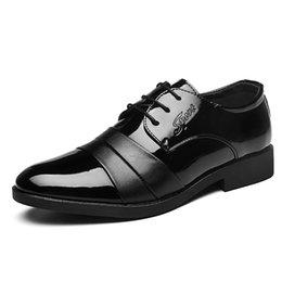 Sıcak Satış-patent deri erkek resmi ayakkabı İtalyan erkek ayakkabı büyük boy 46 47 48 erkek elbise ayakkabı 2019 schoenen mannen zapatos charol hombre indirimde