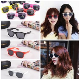 Cheap ClassiC frame online shopping - Classic Style Sunglass Most Cheap Modern Beach Sunglass Plastic Classic Style Sunglasses Many colors to choose Sun Glasses YYA122