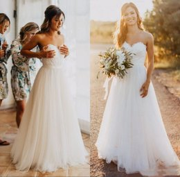slit neckline lace wedding dress NZ - 2020 Country Wedding Dresses Sweetheart Neckline Lace Applique Tulle A Line Floor Length Princess Wedding Bridal Gown