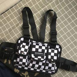 Опт Модная черно-белая клетчатая грудная сумка для мужчин Kanye West Hip Hop Streetwear Тактическая грудная клетка Жилет Пакеты ожидания Bum Bag Functio