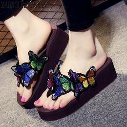 abd30dcb6 Moda coreano chinelos de mão cor borboleta sandálias casuais sapatos de  praia verão novo chinelos de alta qualidade mulheres sapatos mm372