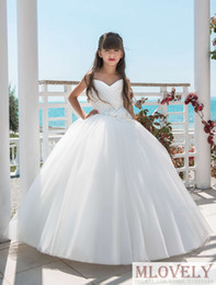 flower girls age UK - Stunning Child Wedding Gown for Girls Aged 7 - 14 Years Beach Style Pageant Dress Special Ocassion Dress with Flowers
