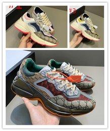 Мужчины Женщины Rhyton Повседневная обувь папа Париж роскошный дизайнерский дом символические кроссовки мини Жаккардовая ткань ретро холст толстая подошва 620185 на Распродаже