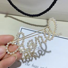 Vente en gros 8cm nouveau style perle épingle à cheveux lettre mode classique un mot clip pour dames collectionner le luxe design ornements de cheveux cadeau de fête 2pcs / lot