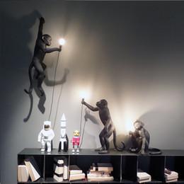 Vente en gros JESSModern Noir Singe Chanvre Pendentif Corde De Lumière De Mode Simple Art Réplique Nordique Résine Seletti Suspendus Singe Lamp110V `260`