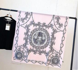 2019 marca de moda mujer bufanda cuadrada de satén bufandas de seda flor femenina para mujer impresa pañuelo para el cuello pañuelo pañuelo 293 en venta