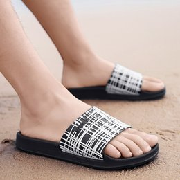 $enCountryForm.capitalKeyWord Australia - 1Men Slippers Casual Black And White Shoes Non-slip Slides Bathroom Summer Sandals Soft Sole Flip Flops Man Apr11