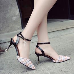 Vente en gros Été Nouveau Style Pointu Bouche Peu Profonde Par La Boucle Sandales Femme Européenne Et Américaine De La Mode Retour Haut Chaussures À Talons Hauts