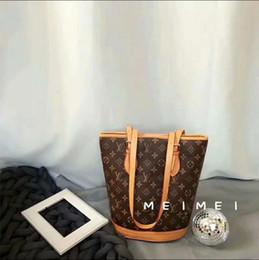$enCountryForm.capitalKeyWord Australia - Lowest price Sale 2019 new style leather fashion women's popular handbag high quality Color mixing Ladies designer shoulder wallets purse 06