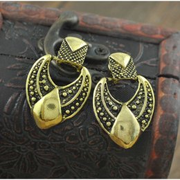 egypt gold wholesaler Canada - Ancient Egypt metal heart earrings electroplated ancient gold carved earrings earrings