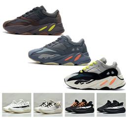 c0488373a6b 2018 Nuevo diseñador 700 Baby Kanye West 350 V2 Niños carreras deportivas  Zapatos Niños Niñas Malla al aire libre Moda Caminar Zapatillas de deporte