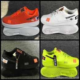 2019 Das Mulheres Dos Homens 1 Sapatos de Skate Designer de cestas Pretas Brancas Casuais verdes Laranja Esporte Sapatilhas air trainers des chaussures Zapatos em Promoção