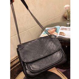 Luxury Chains Australia - 2018 famous brand designer fashion luxury ladies chain shoulder bags messenger bag women crossbody hot sale free shipping size:32x23cm