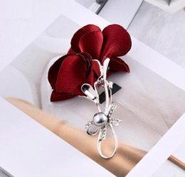 red flower corsage brooch UK - Fashion Cloth Brooch Pearl Flower New Arrival Women Brooches Pins Weddling Corsage Boutonniere Flower Accessories Wholesale