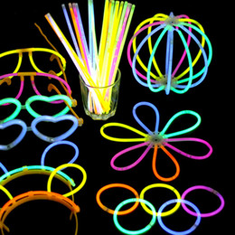 Party concert online shopping - 100 Luminous Colorful Bracelets Light Glow Stick Wedding Christmas Party Light Up Glow Toys Concert Flash Night Light Sticks T191022