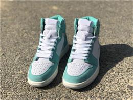 Versión final Air High OG 1 Retro Turbo Green Hombres Zapatillas de baloncesto Luz blanca Humo gris Vela 555088-311 Zapatillas deportivas con caja en venta