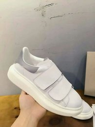 Metal Sneakers Australia - Luxury men casual shoes mens trainers brand new women sneakers with Metal decoration rivet Patent gs180411225