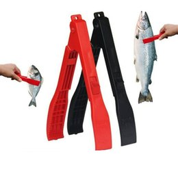 fishing grabber gripper grip UK - Plastic Portable Useful Fish Body Controller Grip Fishing Gripper Locking Switch Clamp Holder Grabber