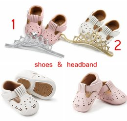 Wholesale ins summer girls hole pu walking shoes with headband baby Fretwork sandals walking shoes infant crown headband pink white colors