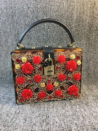 Discount cell phone hardware - factory sales bag Handmade exquisite carved leopard handbag hardware lock three-dimensional flowers dinner and the wind