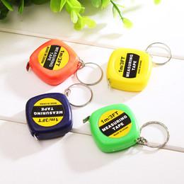 Venta al por mayor de Mini 1M cinta métrica con llave pequeña Regla de acero Reglas Tirando retractable portable medidas de cinta flexible Instrumentos de medición VT0321