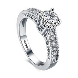 Venta al por mayor de CZ Anillos de Diamantes 18Krgp Corazon Aretes Anillo Circón Accesorios Platino Amor Elegante Romántico Temperamento Cristal Para Mujeres Boda Nupcial