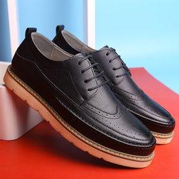 Massage Hot Man Australia - Male Business Man England Men Shoes Leather Leather Casual Shoes Men Fashion Hot Selling Dress