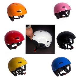 Vente en gros Équipement léger de protection de casque de sécurité de rafting de sport aquatique de kayak de haute qualité réglable d'ABS avec la certification de la CE