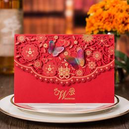 (30 pezzi / lottp) Inviti di nozze tradizionali cinesi d'oltremare Inviti per inviti di nozze con taglio laser a farfalla con taglio laser rosso CX017 in Offerta