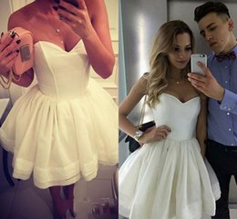 Wholesale Simple Design Homecoming Dress Special Occasion Dresses A line White Sweetheart neck Cute Short Short Mini Off Shoulder Tiered