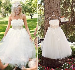 $enCountryForm.capitalKeyWord Australia - Hot Sale 3D-Floral Appliques Strapless Wedding Dresses A Line Tulle Bridal Gowns Zipper Back 2019 Formal Party Gowns for Bride