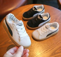 New boys koreaN shoes online shopping - Children s shoes spring new leather boys shoes Korean girls Board Velcro baby shoes wl1054